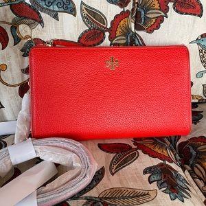 New Tory Burch crossbody 🍁 wallet inside
